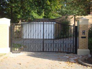 Entrance_gates_1