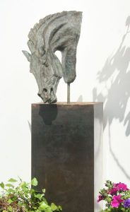 Metal_plinth_for_sculpture