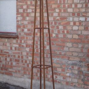 Rusted_garden_obelisk